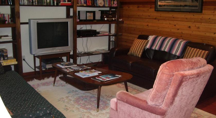 Pacific Rose Cottage 212 Albion Crescent Ucluelet