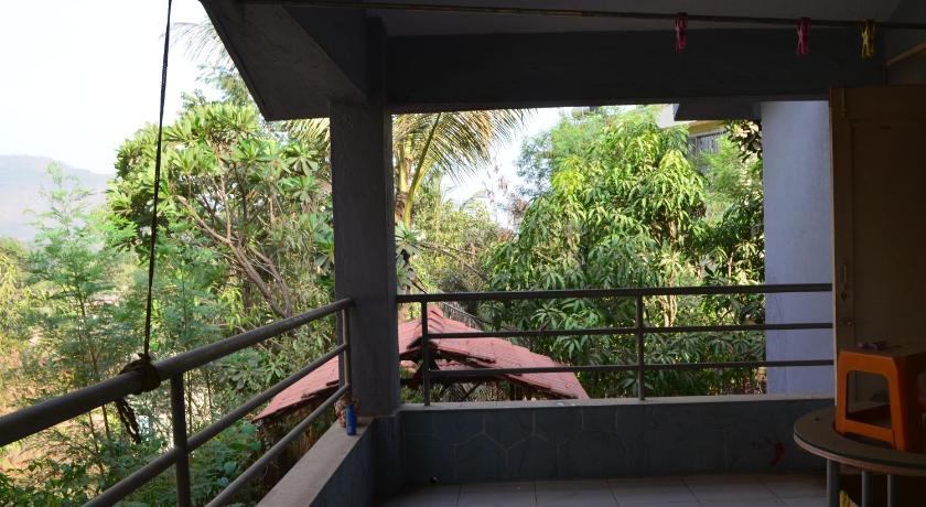 Balcony/terrace Cosy Bungalow in a quiet neighbourhood - Panvel