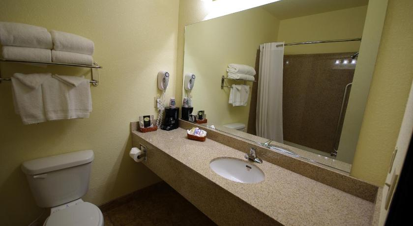 See all 28 photos Mountain Inn & Suites Airport - Hendersonville
