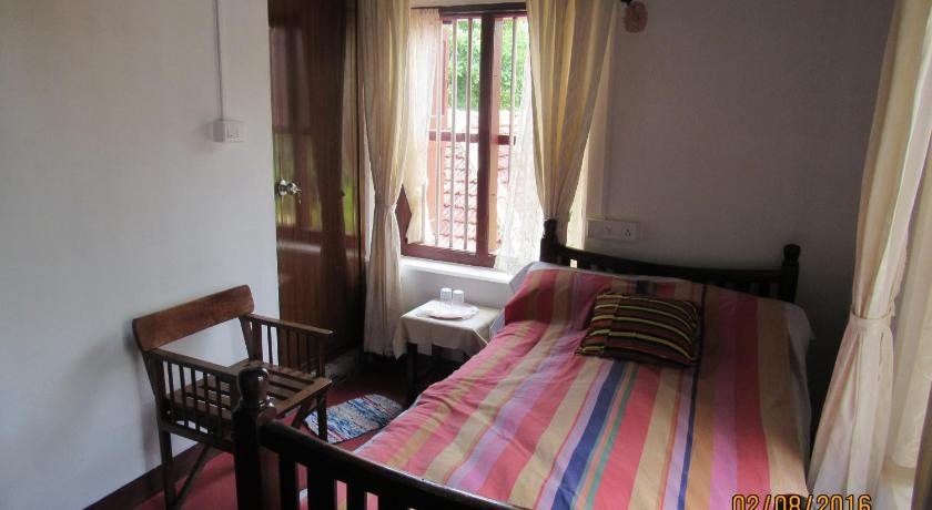 Single Room with Private Bathroom Srivilas