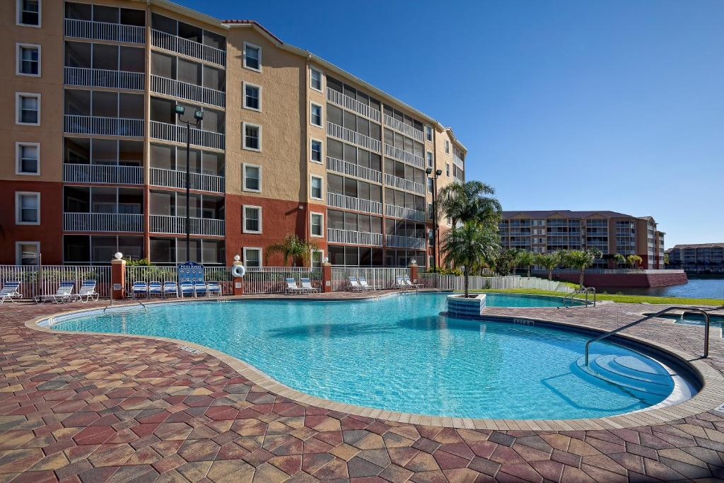 Book Now Westgate Town Center (Kissimmee, United States). Rooms Available for all budgets. Our guests give a thumbs up for a location one mile from Walt Disney World 14 outdoor pools rooms with kitchens and on-site tennis volleyball and basketball courts at the non-