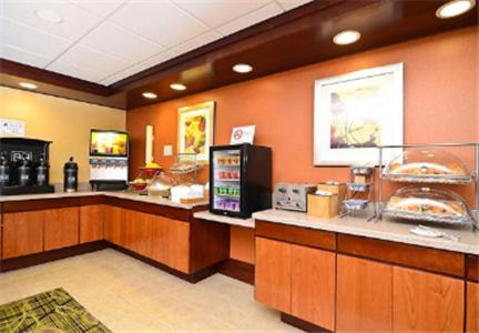 Book Now Fairfield Inn And Suites By Marriott Boone (Boone, United States). Rooms Available for all budgets. Free Wi-Fi breakfast with make-your-own waffles and parking plus a heated indoor pool and convenient location make the non-smoking Fairfield Inn and Suites by Marriott Boone a