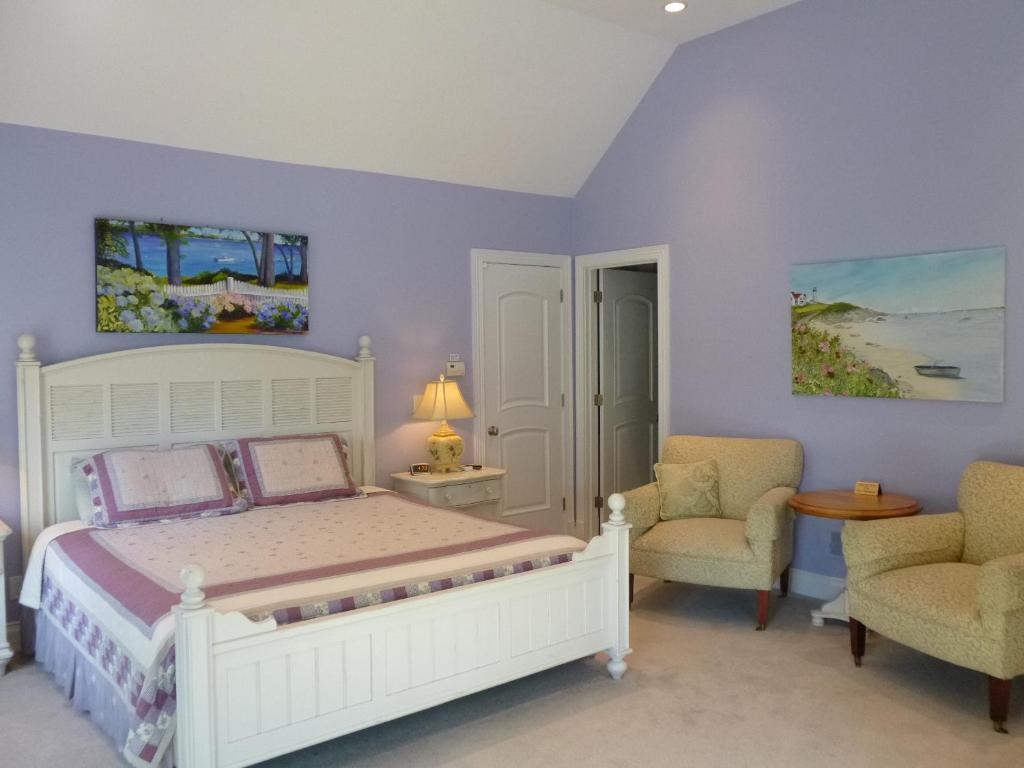 Book Now Falmouth Heights Motor Lodge (Falmouth, United States). Rooms Available for all budgets. Just 350 meters from the Martha's Vineyard Island Queen Ferry this motel provides discounted ferry tickets. It features an outdoor pool.Free Wi-Fi access and a flat-screen TV
