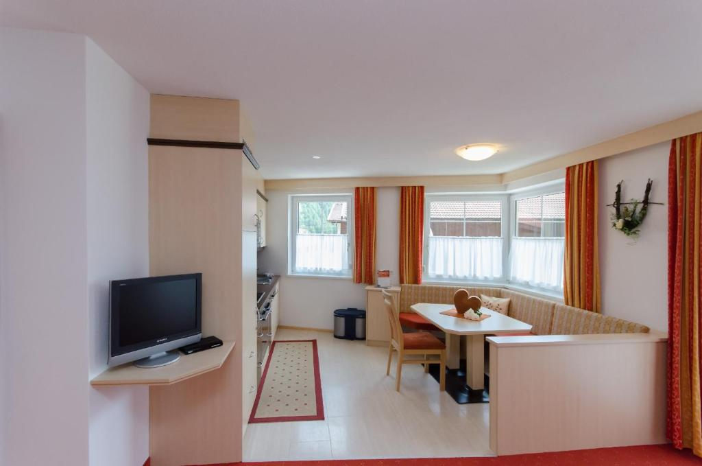 Standard One-Bedroom Apartment with Balcony Apart Alpenerlebnis
