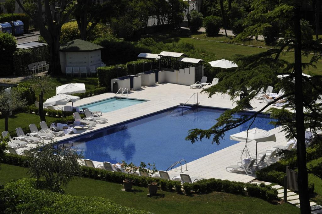 Book Now Hotel Acquaviva Del Garda (Desenzano del Garda, Italy). Rooms Available for all budgets. Hotel Acquaviva Del Garda offers a free 800-m² spa an outdoor pool and a private beach 50 metres away. It is along the south-western shore of Lake Garda just 3 km from De