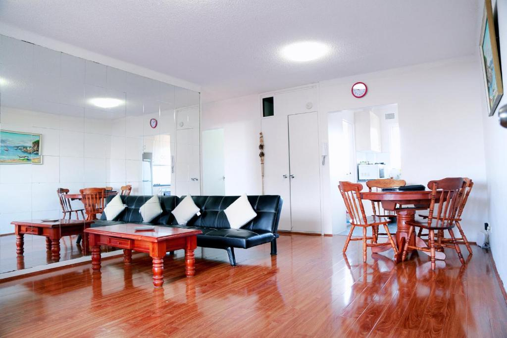 CDB CABRAMATTA 2 BEDROOM 3-5 PEOPLE