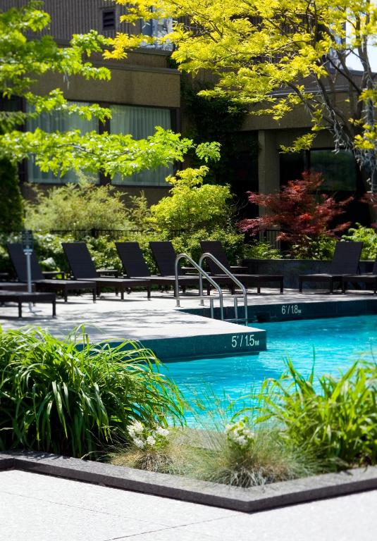 Book Now Hotel Bonaventure Montreal (Montreal, Canada). Rooms Available for all budgets. Located in Montreal's city centre Hotel Bonaventure Montreal is located only steps from major attractions. It features free WiFi a fitness centre and a 24-hour front desk.A fl
