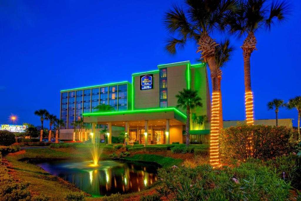 Book Now Best Western Orlando Gateway Hotel (Orlando, United States). Rooms Available for all budgets. Spacious rooms with free Wi-Fi a heated outdoor pool and on-the-house shuttles to Universal and SeaWorld bless our guests at the non-smoking Best Western Orlando Gateway Hotel