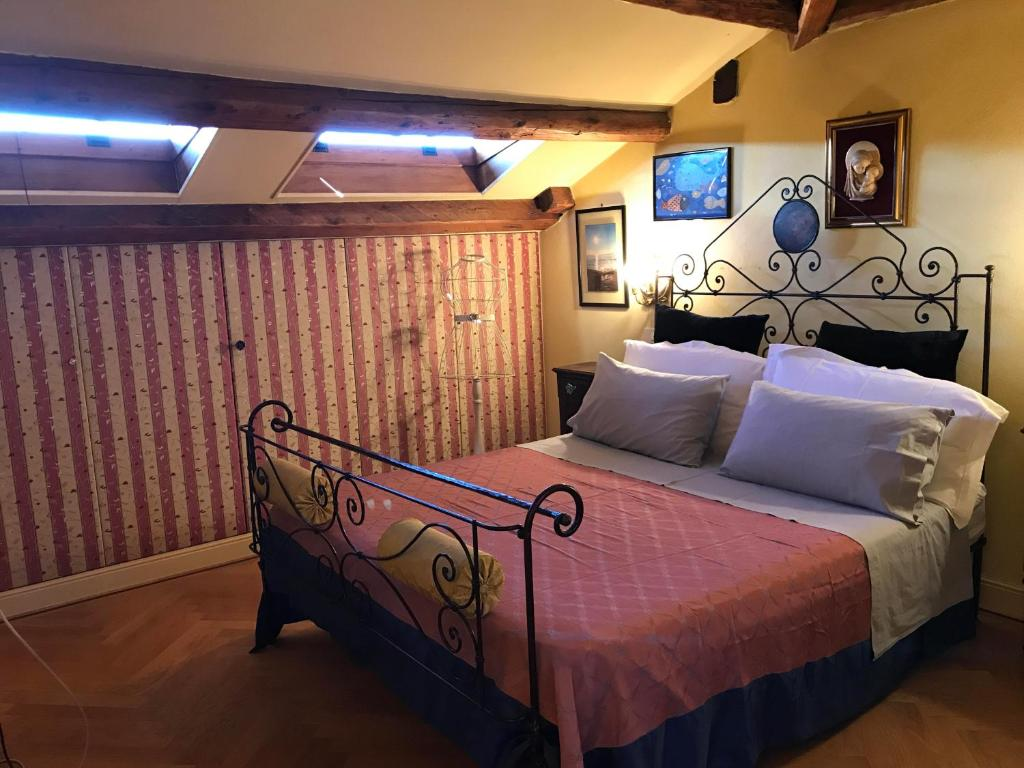 Deluxe Double Room with Shower - Guestroom