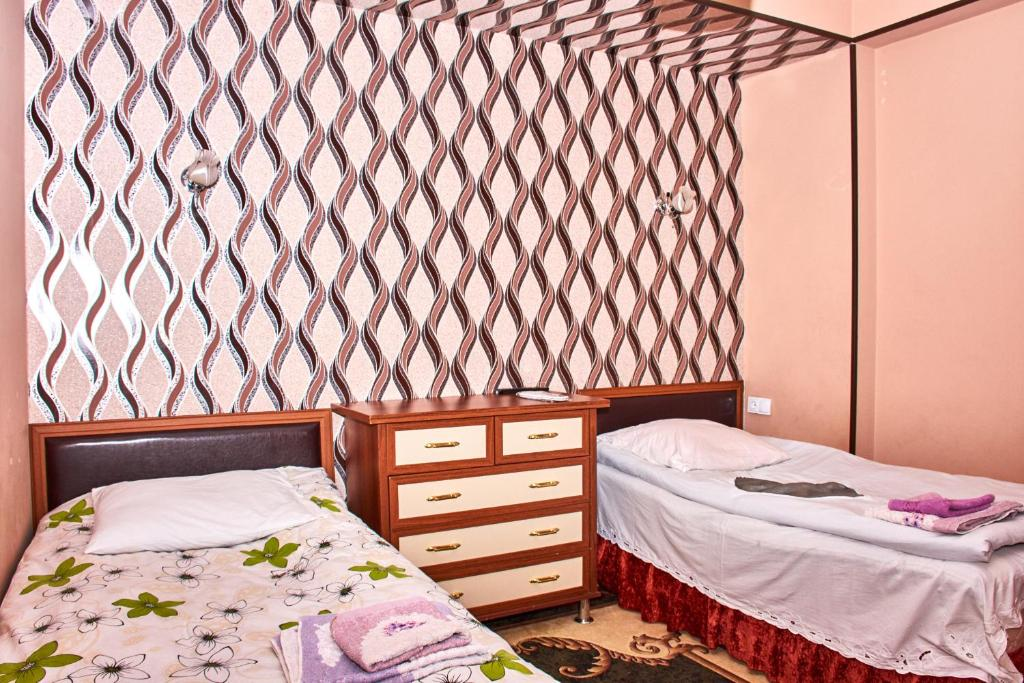Standard Double Room - Bed Guest House Flora