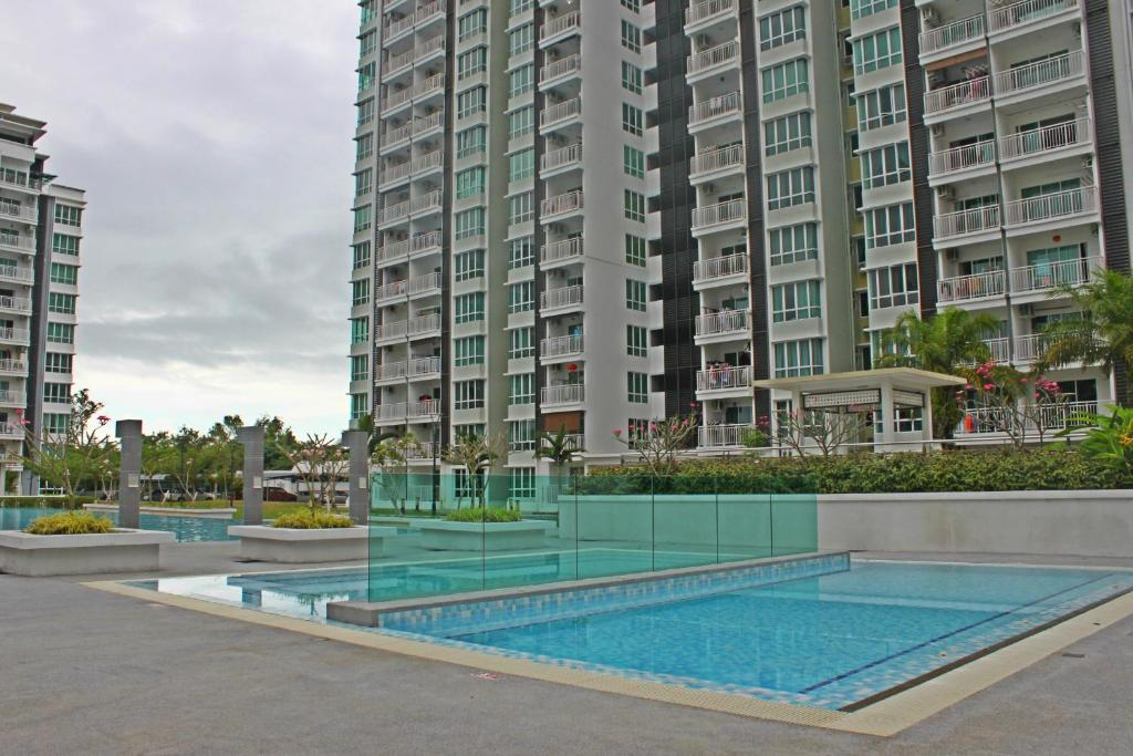 Swimming pool RoomStay @ Sri Utama Condominium