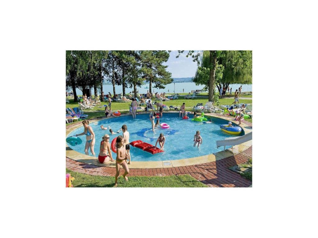 Peldbaseins Holiday home Rev Utca-Tihany