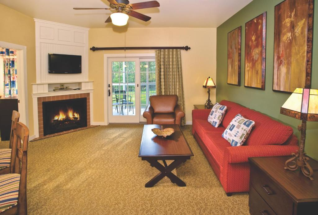 Book Now Shawnee Village Resort (East Stroudsburg, United States). Rooms Available for all budgets. An abundance of activities and homelike condominiums with kitchens and Wi-Fi appeal to guests at the non-smoking Shawnee Village Resort handy to shopping and to freeways. The