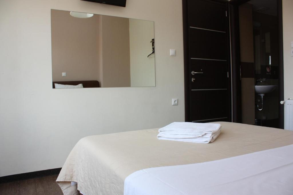 Double Room with Bathroom and Balcony Pella Inn Hostel