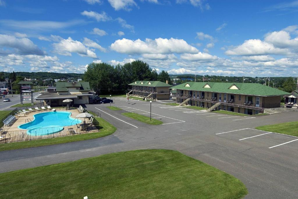Book Now Daigle's Motel (Saint Leonard, Canada). Rooms Available for all budgets. Just 1 minute drive from the U.S. border this motel in Saint-Léonard New Brunswick features a heated outdoor pool and an on-site restaurant. All rooms and cottages include