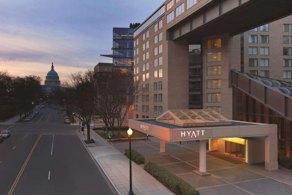 Book Now Hyatt Regency Washington D.C. On Capitol Hill (Washington, United States). Rooms Available for all budgets. With extensive business facilities a heated indoor pool and a prime location two minutes from Union Station the non-smoking Hyatt Regency Washington D.C. on Capitol Hill provi
