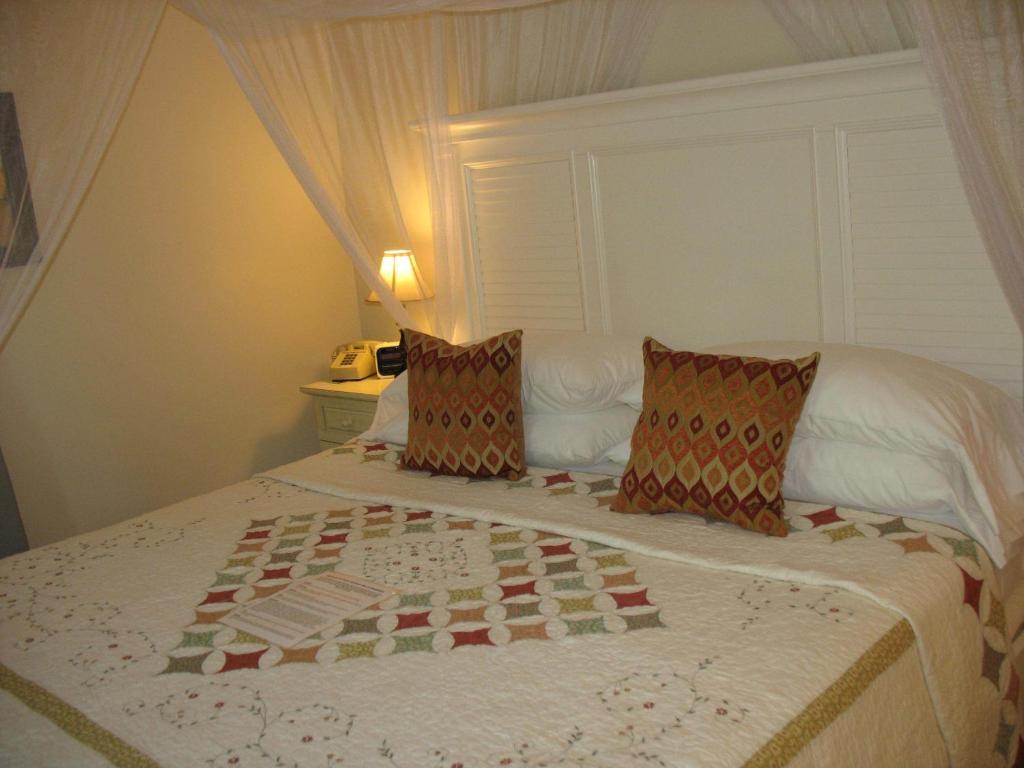 Duval Gardens (Key West, United States) - Best Deals at SideFare.com
