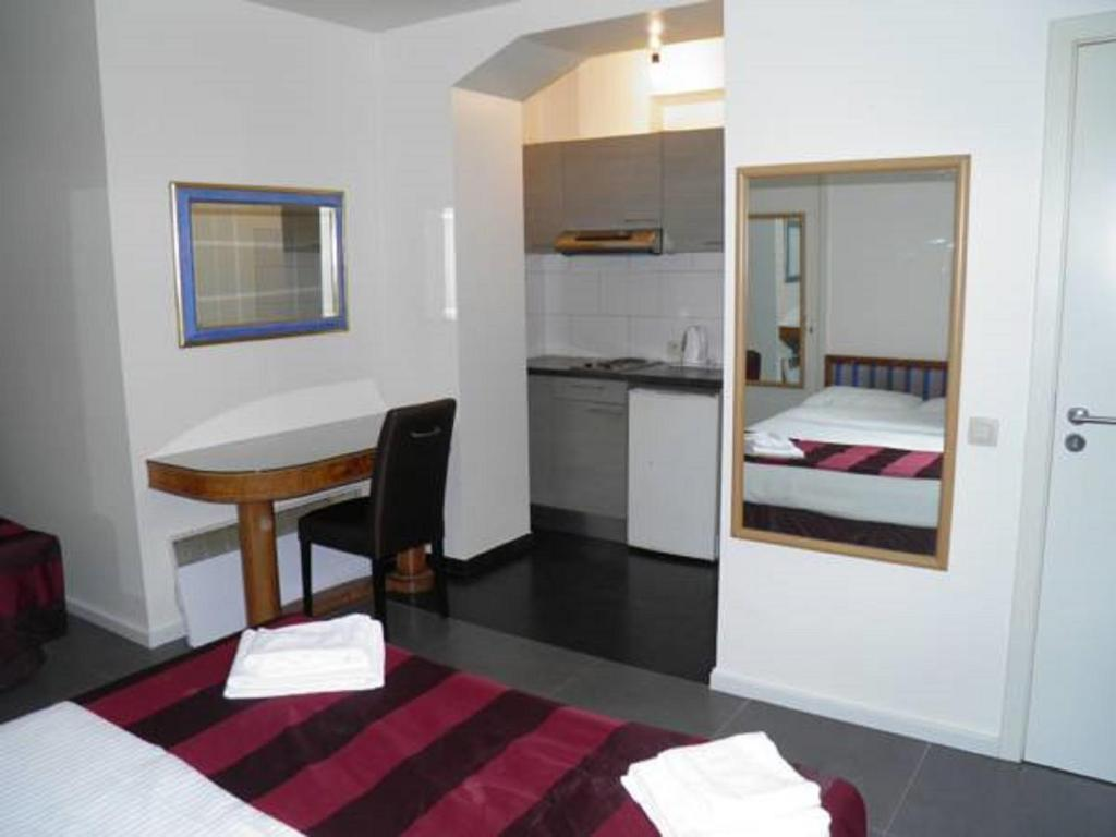 Bed in 4-Bed Female Dormitory Room Holidays Hostel Midi
