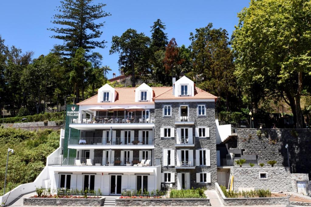 Babosas Village