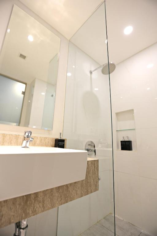 Luminor Hotel Jambi in Indonesia - Room Deals, Photos