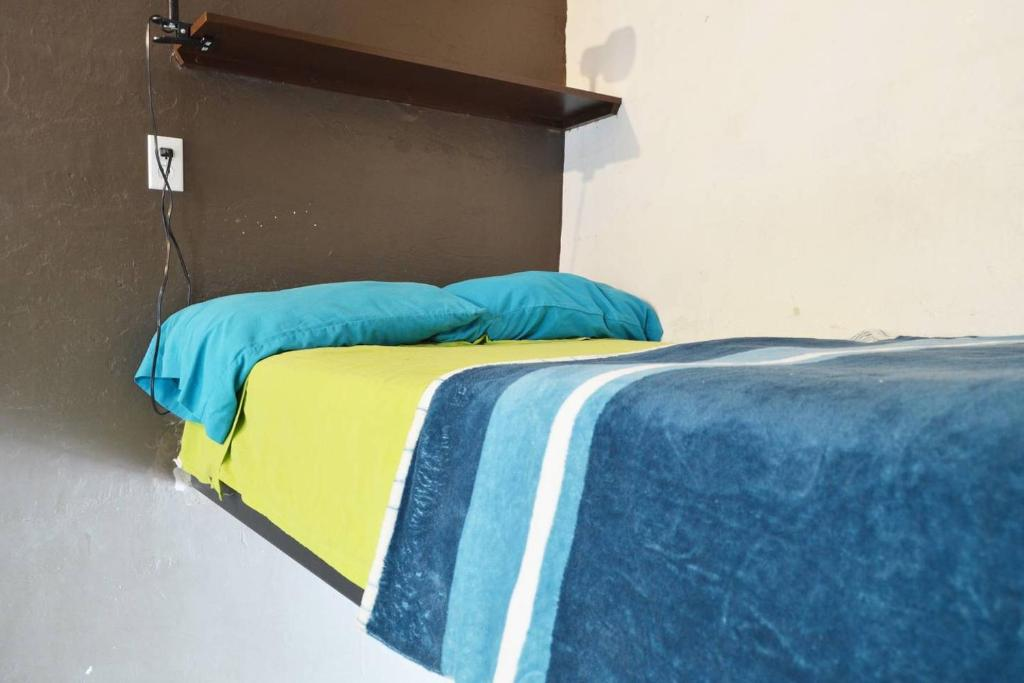 Single Room with Shared Bathroom Casa Guadalupe GDL