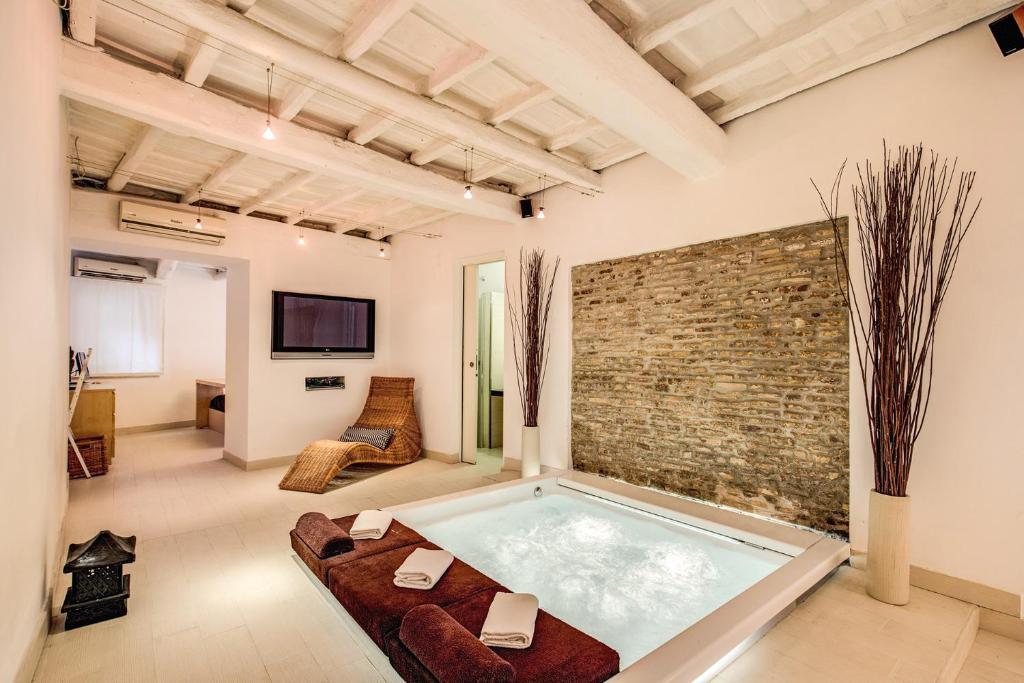 Vasche Da Bagno Jacuzzi Confronta Prezzi : Yhr jacuzzi luxury suite roma affari imbattibili su agoda