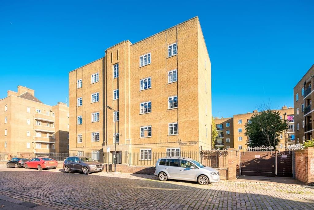 Exterior view 2 bed flat w/balcony in the heart of Maida Vale