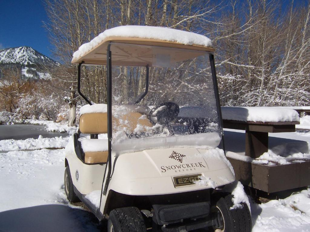 Book Now Snowcreek Resort (Mammoth Lakes, United States). Rooms Available for all budgets. Located 4.8 km from the Mammoth Mountain Ski Area Snowcreek Resort offers free access to Snowcreek Athletic Club. All comfortably furnished units include a full kitchen and la