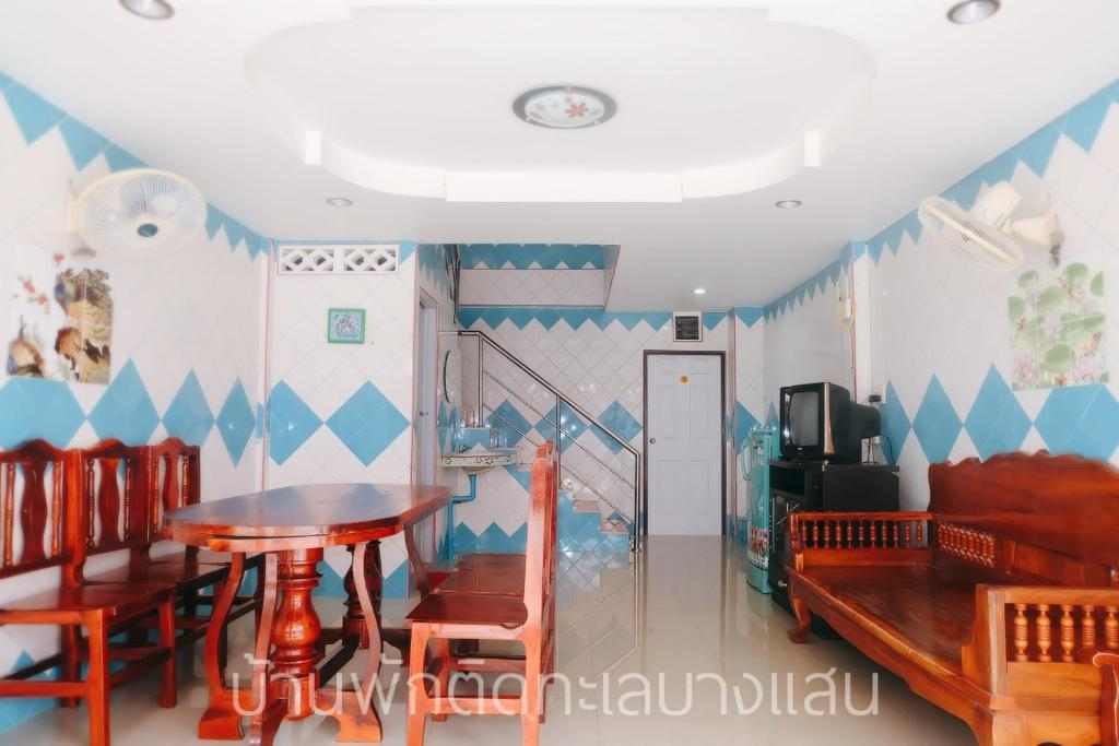 Two-Bedroom House Baan noi homestay