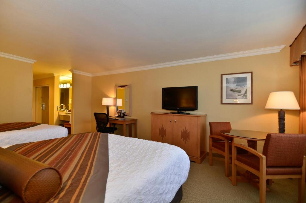 Book Now Best Western Premier Grand Canyon Squire Inn (Grand Canyon, United States). Rooms Available for all budgets. Amenities galore including restaurants a salon a game room — even a bowling alley — make the non-smoking Best Western Premier Grand Canyon Squire Inn a top-rated