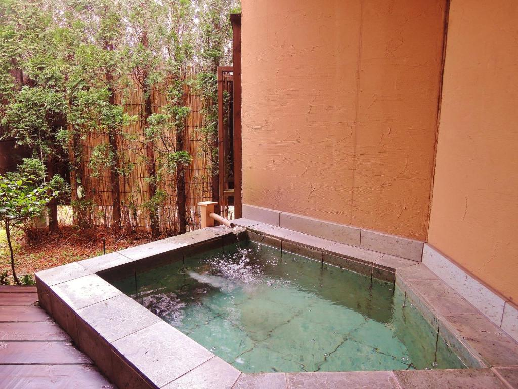 Standard Double Room with Open-Air Bath - Non-Smoking - Kamar Mandi Aromatic Garden Villa La Poltrona
