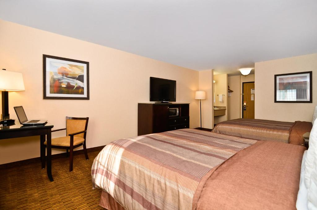 Book Now Best Western Plus Vineyard Inn (Livermore, United States). Rooms Available for all budgets. The free Wi-Fi and complimentary breakfast plus the outdoor pool and Wine Country locale sweeten the deal for our guests at the non-smoking Best Western Vineyard Inn. All 66 r