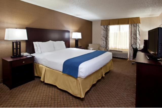 Book Now Holiday Inn Express Grove City-Prime Outlet Mall (Mercer, United States). Rooms Available for all budgets. Adjacent to outlet stores and offering comfortably furnished rooms with free Wi-Fi plus a complimentary breakfast buffet the non-smoking Holiday Inn Express Grove City Outlet