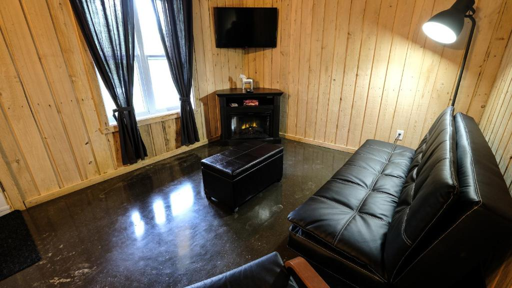 Two-Bedroom Chalet - Separate living room Domaine Yamaska