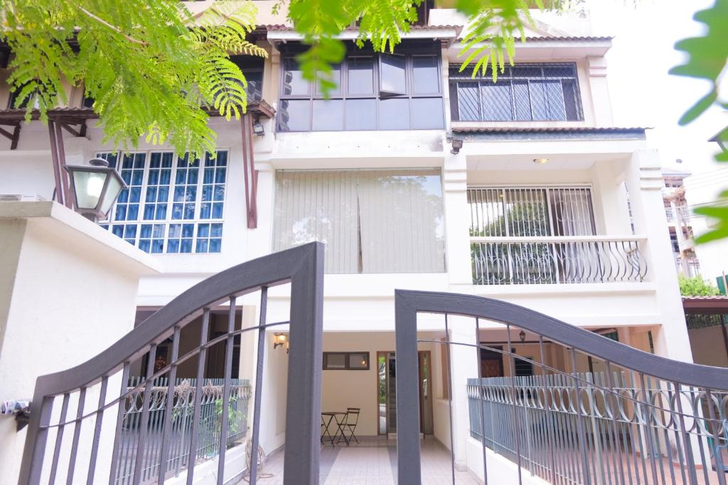 Entrance Bangsar Townhouse 3 Level by Perfect Host