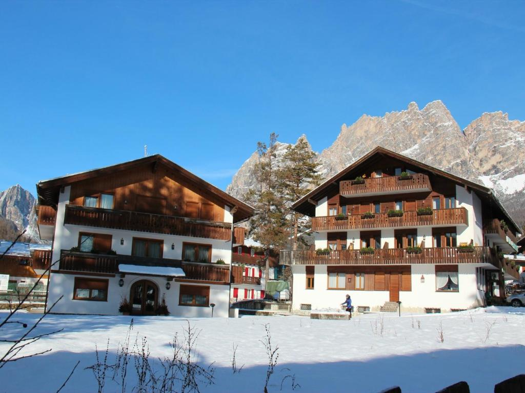 Book Now Hotel Capannina (Cortina Dampezzo, Italy). Rooms Available for all budgets. Located in Cortina d'Ampezzo City Center Hotel Capannina is a perfect starting point from which to explore Cortina d'Ampezzo. Offering a variety of facilities and services the