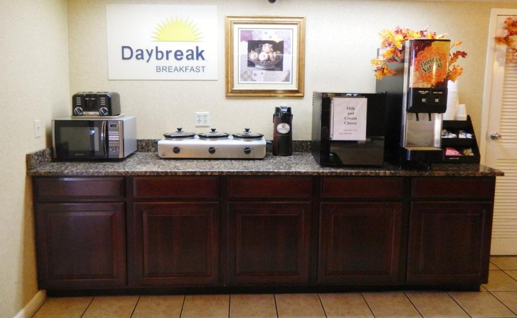 Book Now Days Inn Galleria-Birmingham (Birmingham, United States). Rooms Available for all budgets. Right across the street from the Riverchase Galleria and offering free Wi-Fi the pet-friendly Days Inn Galleria-Birmingham puts our guests in the ideal location for the best s