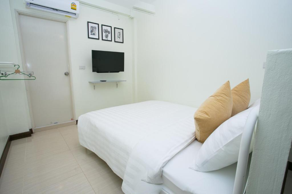 Double Room with Private Bathroom Greenery Hostel