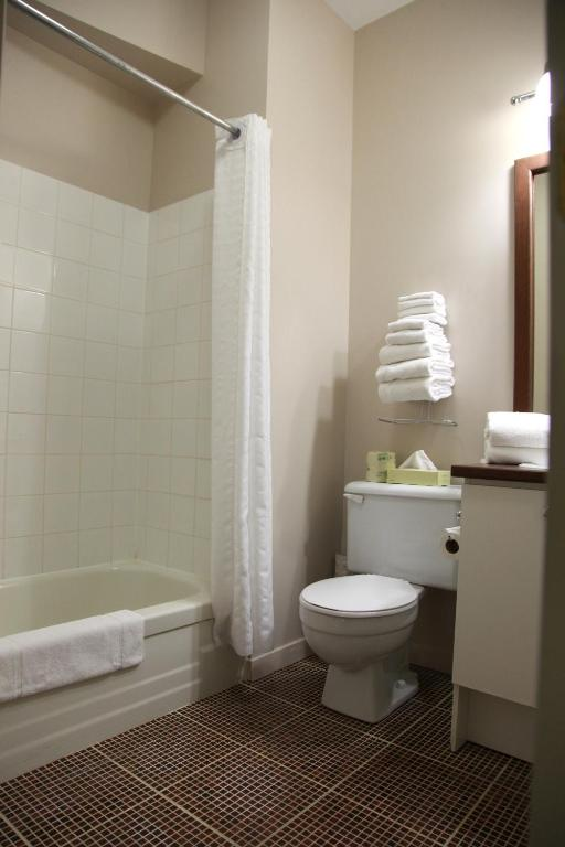 Book Now Hotel du Nord (Quebec City, Canada). Rooms Available for all budgets. This charming hotel is located 10 minutes' drive away from the centre of Quebec City and top area attractions including the Old Walled City.Hotel du Nord is conveniently situa
