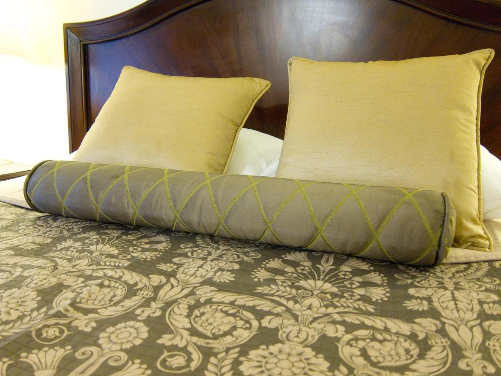 Book Now Hotel Beresford (San Francisco, United States). Rooms Available for all budgets. This centrally located hotel is just 2 minutes' walk from restaurants theatres and shopping in San Francisco's Union Square. Hotel Beresford features a traditional British