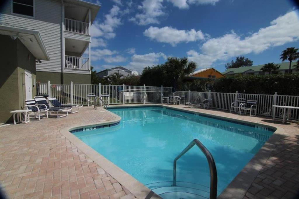 Swimming pool Mariner's Pointe 202 Home