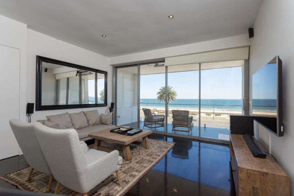 3b Luxury Beachfront House Perfect For Families