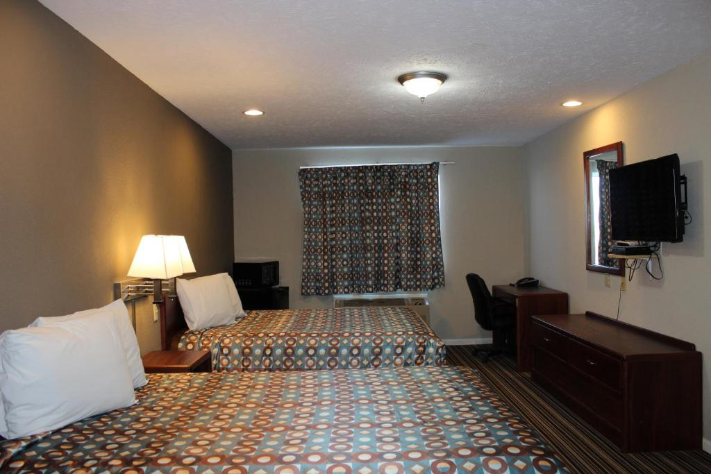 Queen Room with Two Queen Beds - Non-Smoking Desoto Inn & Suites