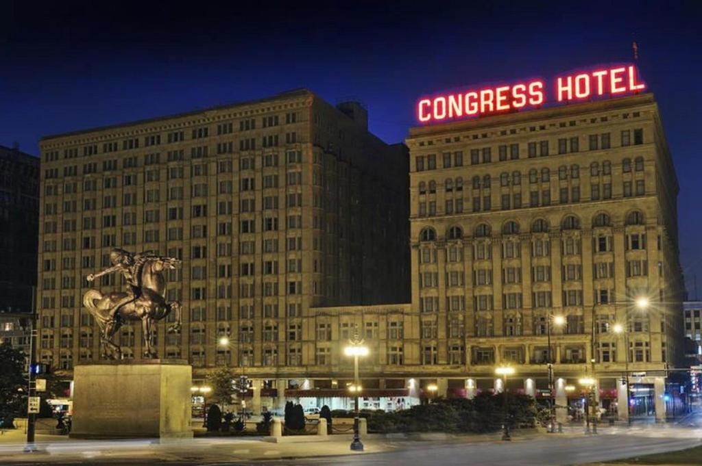 Book Now Congress Plaza Hotel (Chicago, United States). Rooms Available for all budgets. Across from Chicago's impressive Grant Park the historic Congress Plaza Hotel offers our guests comfortable rooms and distinctive restaurants. Built in 1893 to accommodate vis