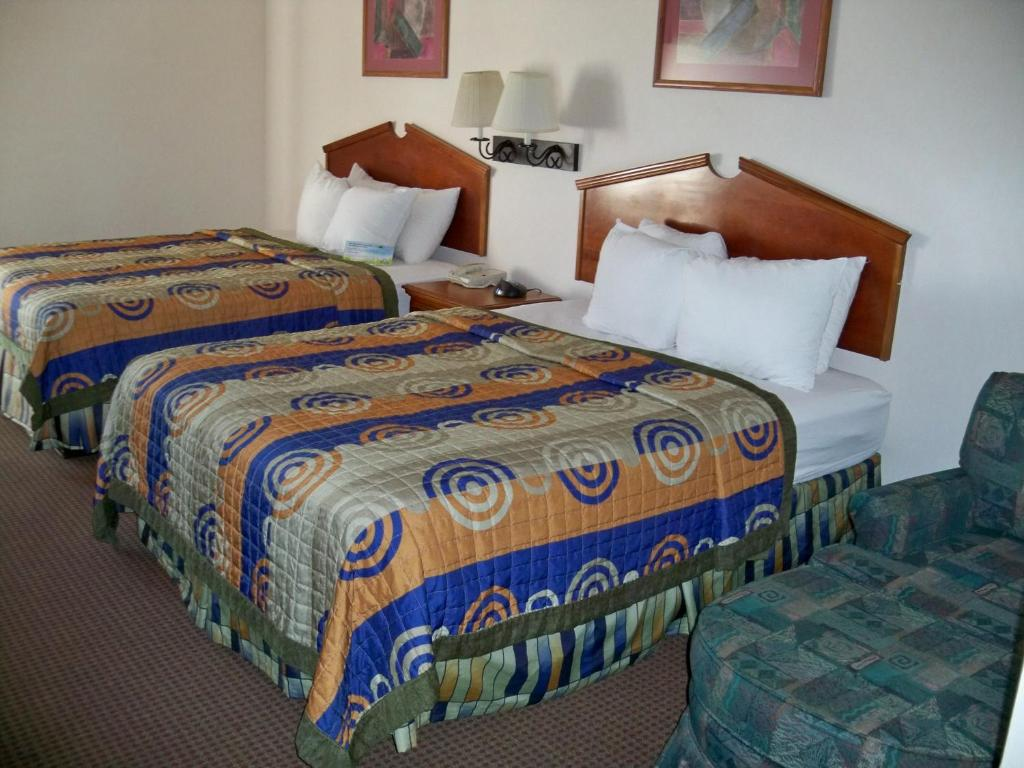Book Now Days Inn And Suites (Denver, United States). Rooms Available for all budgets. With a free airport shuttle and on-site car rental not to mention free Wi-Fi the non-smoking Days Inn and Suites is a convenient launching pad for our guests' Denver-area acti