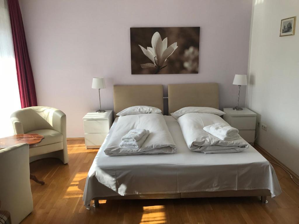 Hotel & Pension Asta, 80335 München