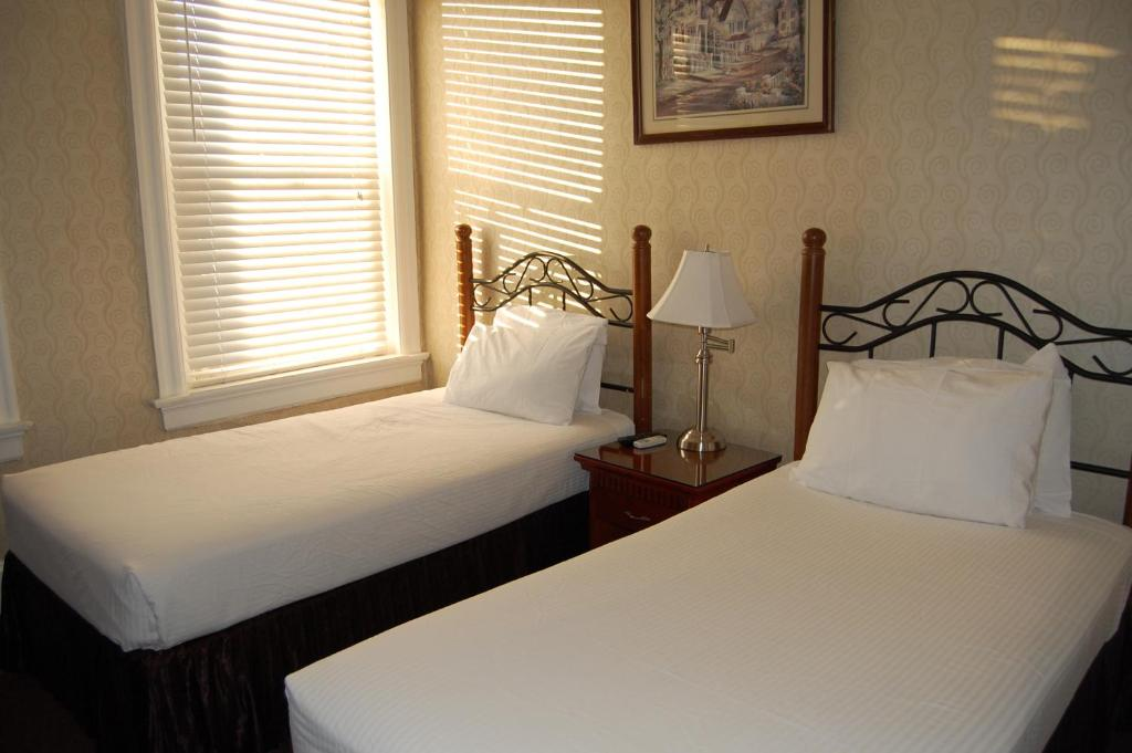 Book Now The Baron Hotel (Washington, United States). Rooms Available for all budgets. 643 metres from Dupont Circle and the Dupont Metro Station Hotel Baron is 3.5 km from the Washington Monument in the National Mall. It features an on-site restaurant.The guest