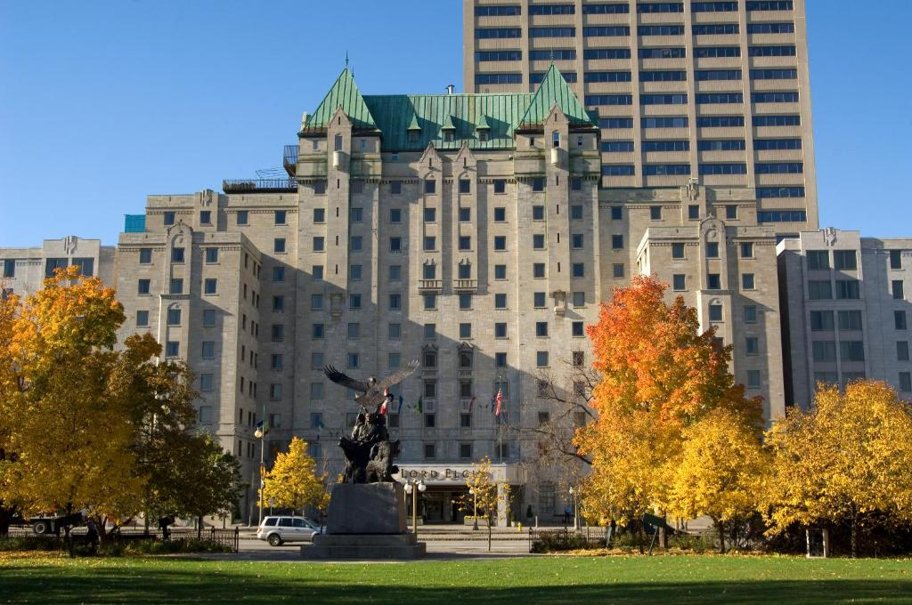 Book Now Lord Elgin Hotel (Ottawa, Canada). Rooms Available for all budgets. Directly across from the National Arts Centre this non-smoking landmark hotel is only steps from major attractions and offers spacious accommodations with 49-inch TVs and firs