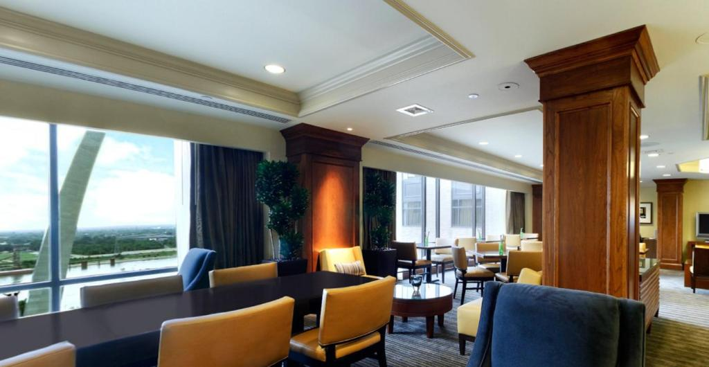 Book Now Hyatt Regency St. Louis At The Arch (Saint Louis, United States). Rooms Available for all budgets. Three on-site restaurants restful beds and a prime location near the Gateway Arch make guests happy at the Hyatt Regency St. Louis at the Arch. This hotel has 18 floors and 91