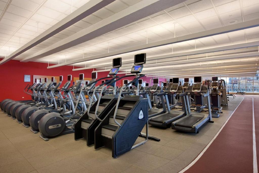 Book Now Hilton Chicago (Chicago, United States). Rooms Available for all budgets. Sinkably soft beds on-site parking and a huge health and wellness center area among the perks that our guests enjoy at the historic Hilton Chicago. Built in 1927 this hotel â